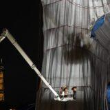 Pariz: Otvara se umetnička instalacija obavijanja Trijumfalne kapije 1