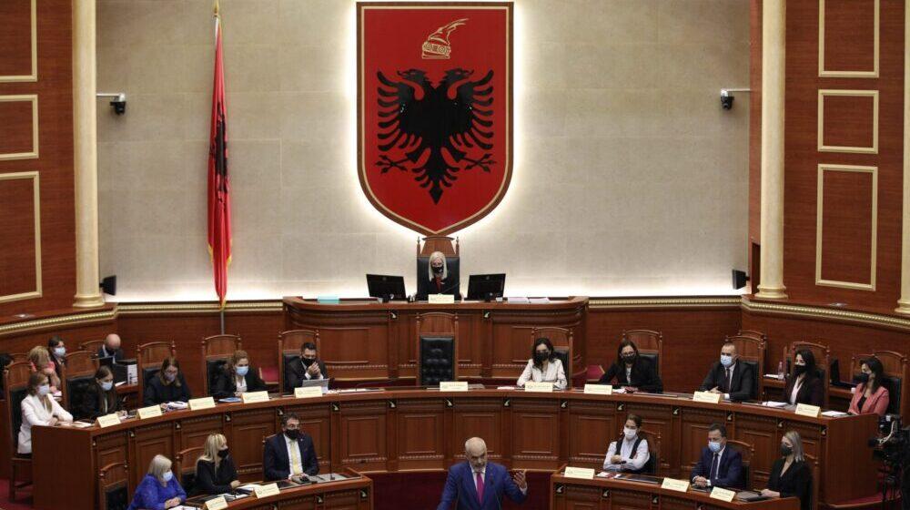 Albanska skupština izglasala vladu, od 17 članova 12 su žene 1