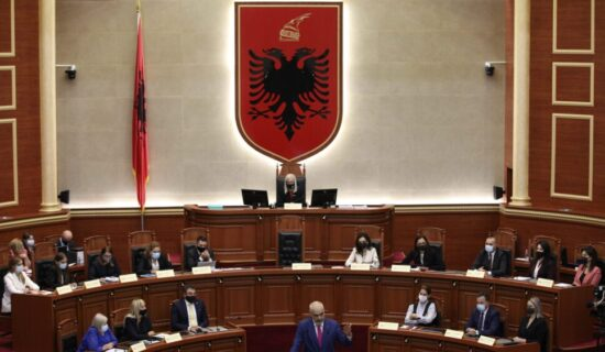 Albanska skupština izglasala vladu, od 17 članova 12 su žene 13