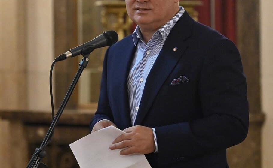 Vesić najavio da će sa Pokretnom kancelarijom obići 150 naselja 1