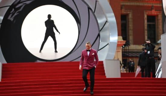 Glumci, predstavnici kraljevske porodice na premijeri novog filma o Džejmsu Bondu (FOTO) 13