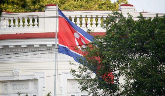 Južna Koreja pozvala Severnu da ponovo otvori direktne linije komunikacije 7