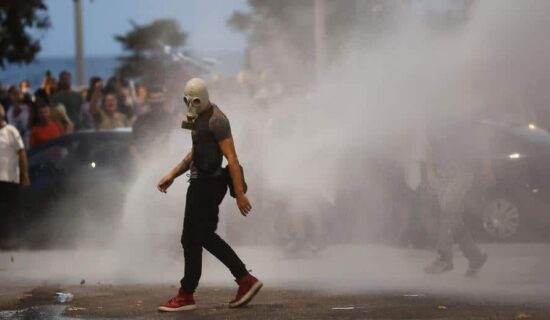 Policija u Melburnu upotrebila gumene metke protiv antivaksera 13
