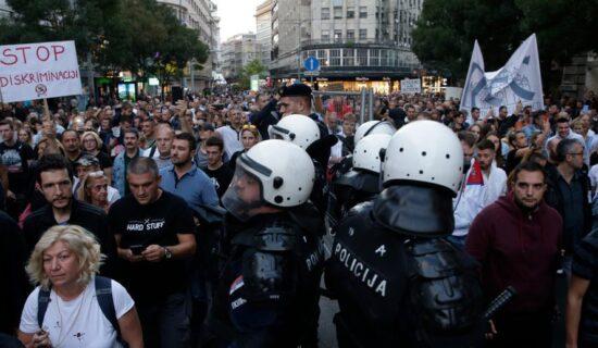 Antiglobalistički skup u Beogradu: Protiv prisilne vakcinacije i propusnica 12
