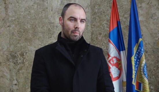 NIN: Kampanjom protiv Milenkovića i Matića nastavljena praksa da se u MUP-u kažnjava za dobar rad 13