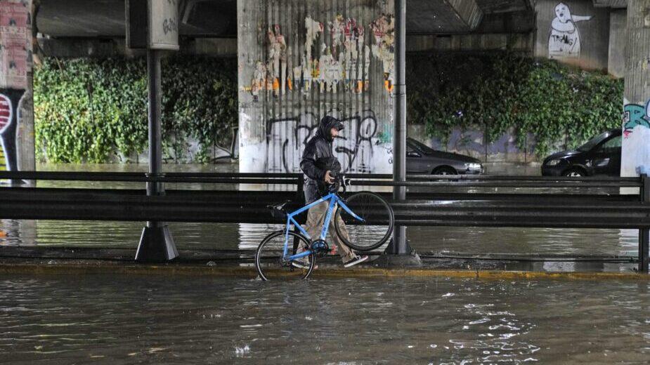 Jaka oluja, poplave pogodile Atinu i ostrvo Eviju (FOTO) 2