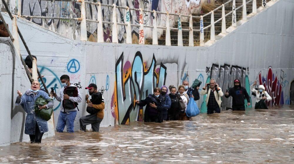 Jaka oluja, poplave pogodile Atinu i ostrvo Eviju (FOTO) 1