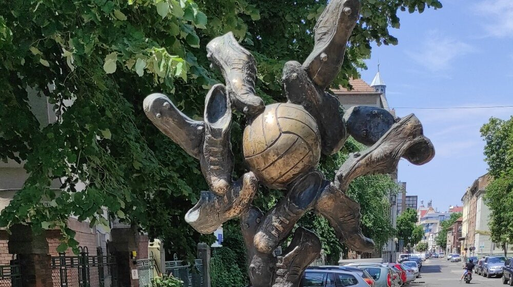 Segedin: Spomenik fudbalerima i herojima 1
