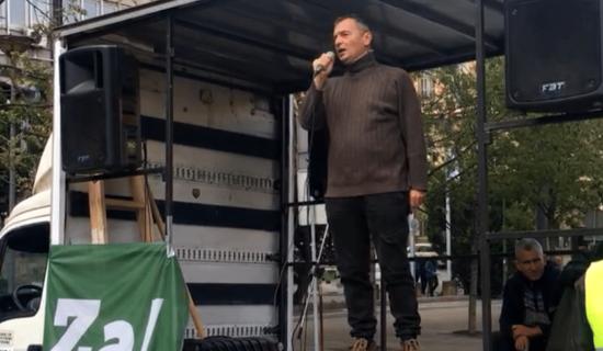 Počeo protest ispred Republičkog javnog tužilaštva, okupljeni poručuju da hoće pravdu (VIDEO) 12
