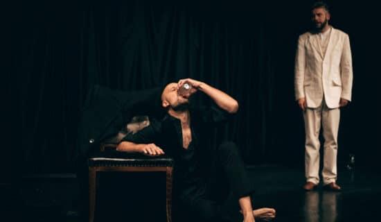 """Predstava """"Idiot: skidanje sa krsta"""" u Teatru Vuk 13"""
