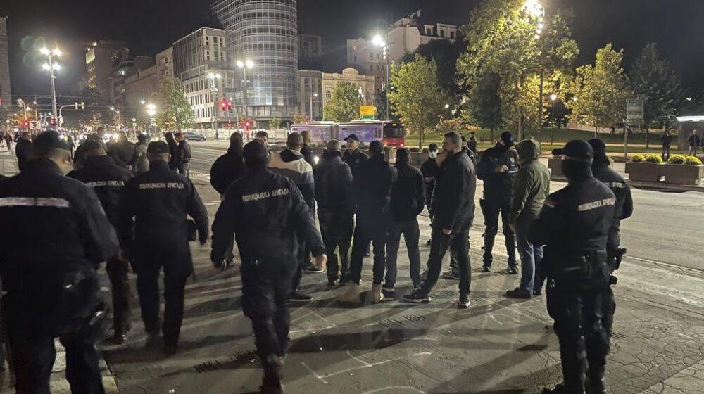 Miran protest desničara zbog Kosova, blokirali saobraćaj ispred Skupštine (FOTO) 1
