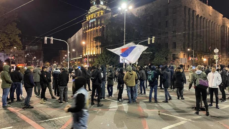 Miran protest desničara zbog Kosova, blokirali saobraćaj ispred Skupštine (FOTO) 2