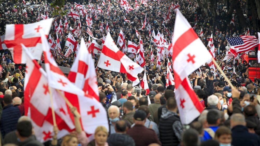 U Gruziji desetine hijada ljudi demonstriralo tražeći oslobađanje bivšeg predsednika 1
