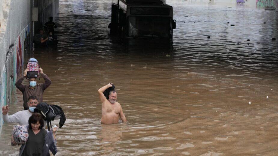 Jaka oluja, poplave pogodile Atinu i ostrvo Eviju (FOTO) 3