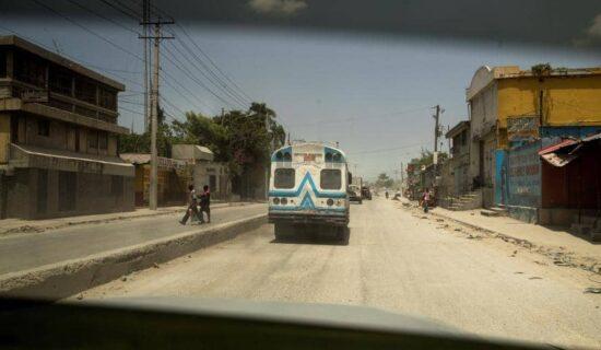 Grupa od 17 američkih misionara oteta na Haitiju 1