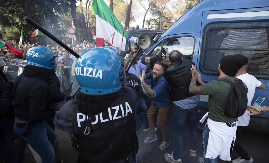U Rimu skup protiv kovid propusnica 1