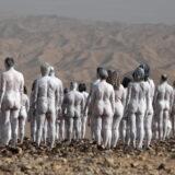 Trista ljudi poziralo nago kako bi skrenuli pažnju da nestaje Mrtvo more 11