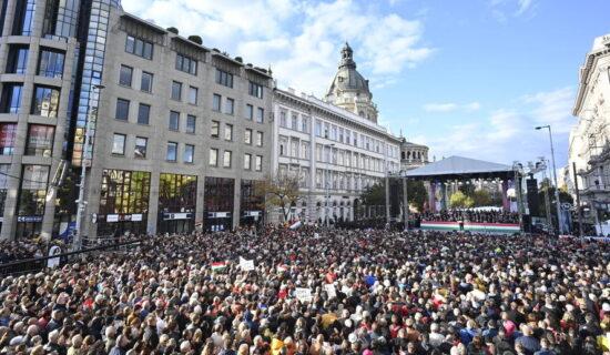 Nekoliko desetina hiljada ljudi na skupu podrške mađarskom premijeru 11