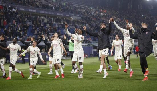 Fudbaleri Milana pobedili Bolonju 13